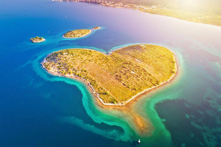 Die bildschöne herzförmige Galešnjak-Insel.