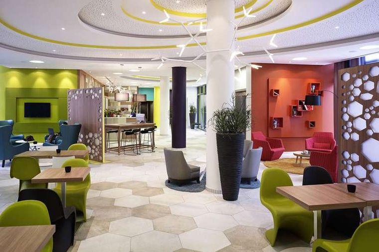 Die hippe Lobby des Adagio Köln City.