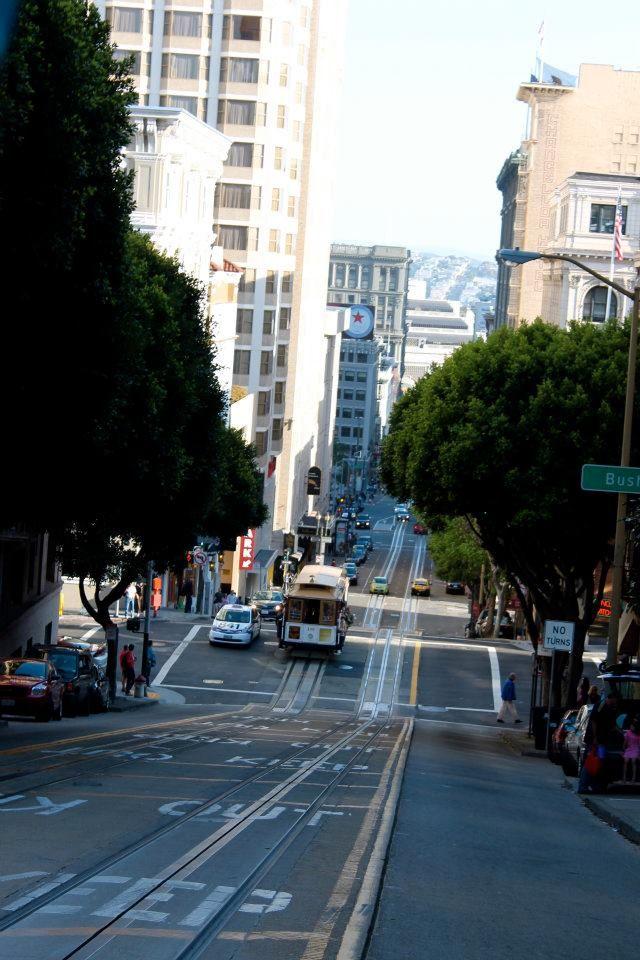 Festhalten: Mit den Cable Cars kannst du die Stadt erkunden.