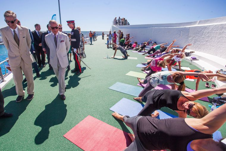 Prinz Charles besucht die Wiedereröffnung des Jubilee Pools in Penzance (England).  of Wales has officially re-opened the Jubilee Pool following structural damage caused by the 2014 winter storms at the Promenade, Penzance, Cornwall 28/07/2016  In February 2014, severe storms hit Cornwall and the Jubilee Pool suffered serious structural damage. As a result the pool has been closed for the past two summer seasons. Following an extensive repair project, it was reopened amid great celebration in May this year. PUBLICATIONxINxGERxSUIxAUTxHUNxONLY xCPNAxi-Imagesx/xi-Imagesx IIM-13261-000928 07 2016 London United Kingdom Prince Charles and Duchess of Cornwall in Cornwall The Duke of Cornwall The Prince of Wales has officially right opened The Jubilee Pool following Structural Damage CAUSED by The 2014 Winter Storms AT The Promenade Penzance Cornwall 28 07 2016 in February 2014 severe Storms Hit Cornwall and The Jubilee Pool suffered Serious Structural Damage As a Result The Pool has been Closed for The Past Two Summer Seasons following to extensive Repair Project IT what reopened Amid Great Celebration in May This Year PUBLICATIONxINxGERxSUIxAUTxHUNxONLY xCPNAxi Imagesx Xi Imagesx iim  0009  imago/i Images