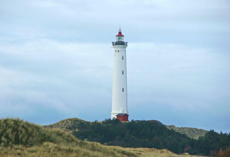 Bis auf den Leuchtturm von Hvide Sande lenkt hier an der jütländischen Küste nichts die Augen vom ungestörten Weitblick ab.