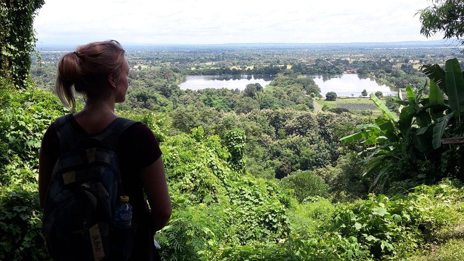 Von der Tempelanlage des Tempels Vat Phou kann man über die Anlage fast bis zum Mekong schauen.