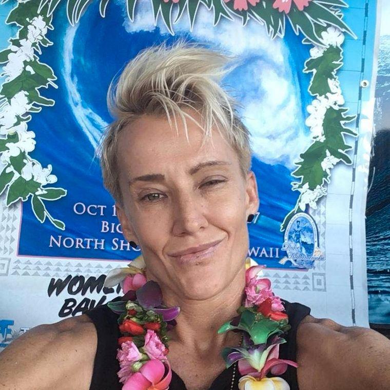 Keala Kennelly surft riesige Wellen – in der Surfszene war ihr Coming-out aber ein Problem.