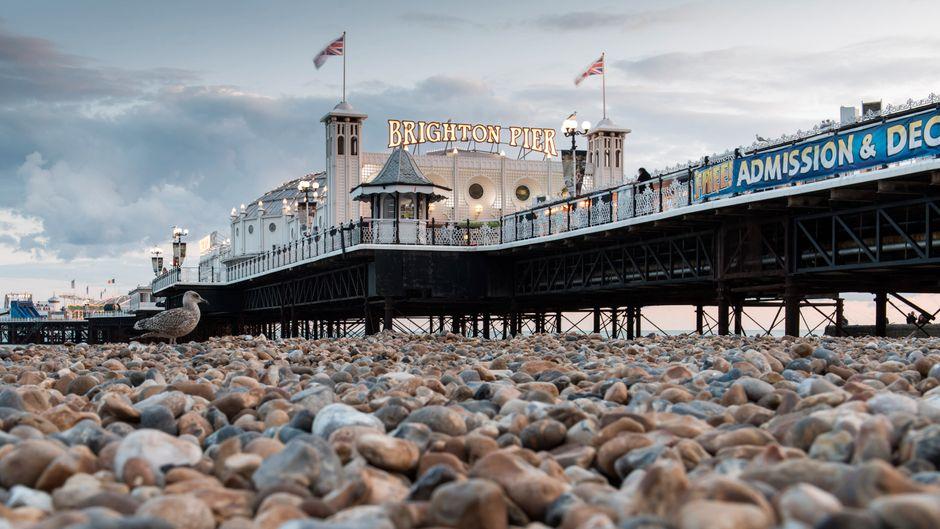 Der Brighton Pier, auch Palace Pier genannt, ist das alte Wahrzeichen Brightons und eine Art Rummelplatz auf Stelzen.