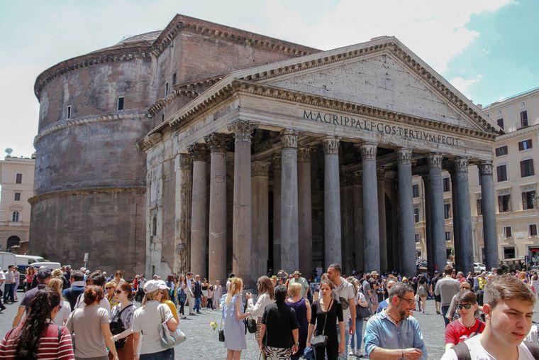 Das Pantheon ist ein antiker Bau, der zu einer Kirche geweiht wurde - und eines der beliebtesten Ziele von Rom-Reisenden.