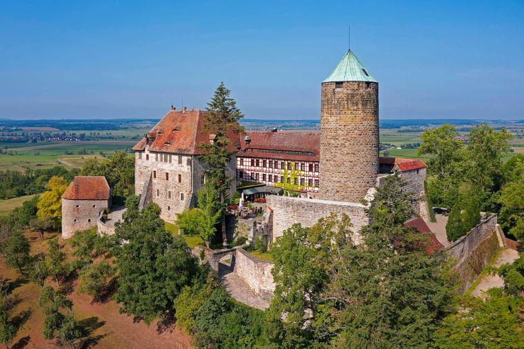 Burg Colmberg auf dem 511 Meter hohen Heuberg im Altmühltal in Bayern.