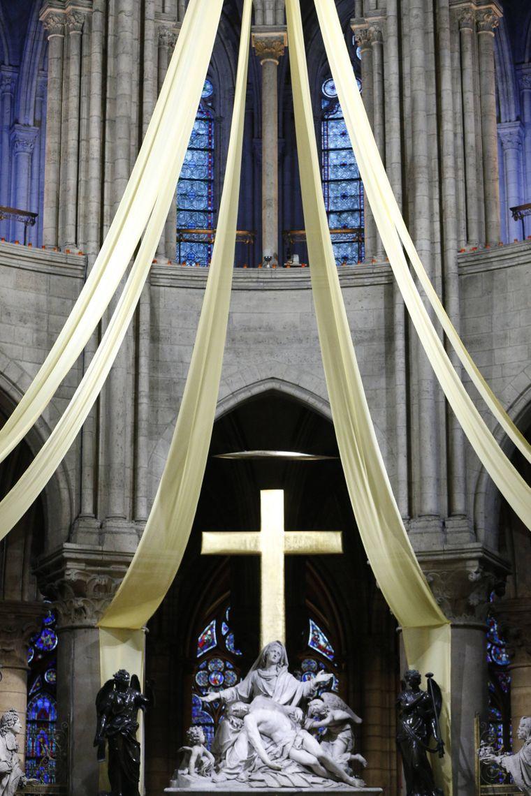 Die Skulptur von Nicolas Coustou ist das Herzstück des Altar im Notre-Dame de Paris.