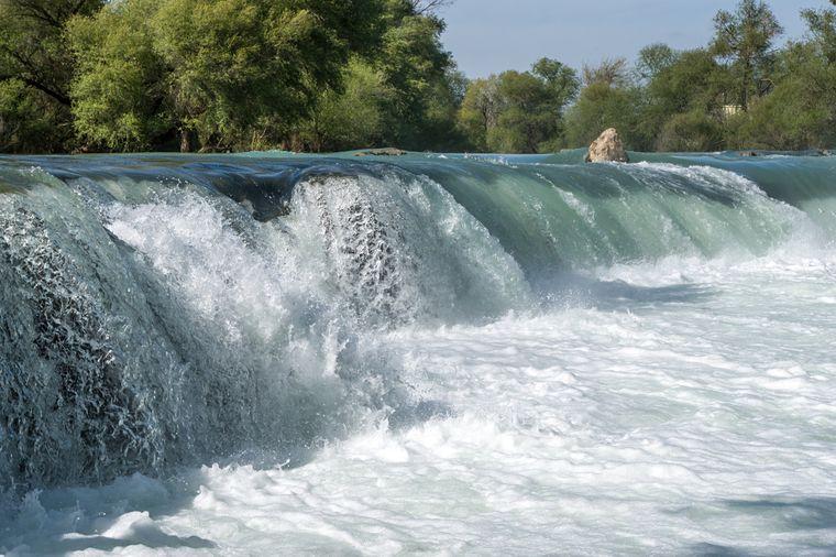 Der Manavgat-Wasserfall ist eines der beliebtesten Ausflugsziele an der Türkischen Riviera.