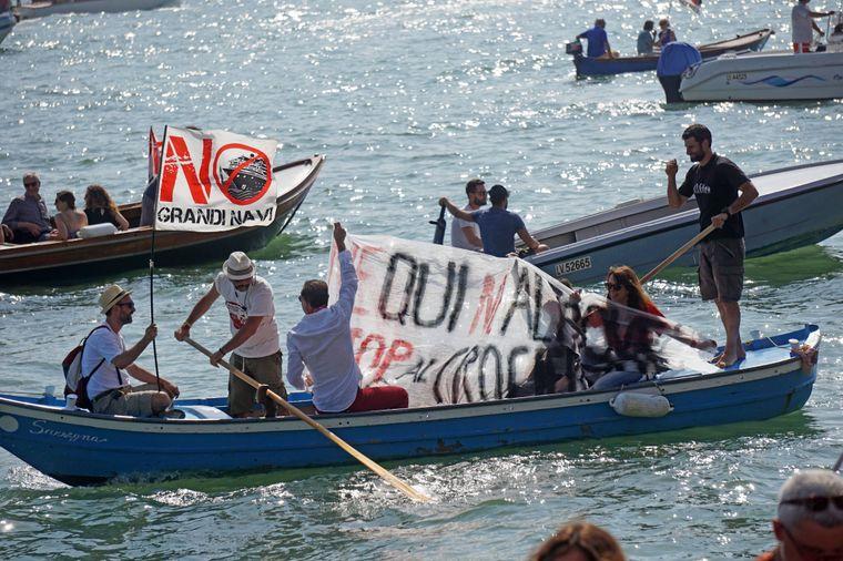 Auch in den Kanälen protestierten die Teilnehmer.