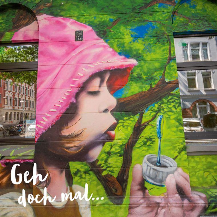 """""""Geh doch mal..."""" auf Graffiti-Tour: Coole Street-Art findest du zum Beispiel im jungen und hippen Stadtteil Linden."""