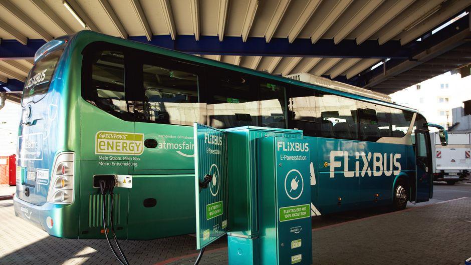 Der erste E-Flixbus in Deutschland muss mehrmals am Tag aufgeladen werden.