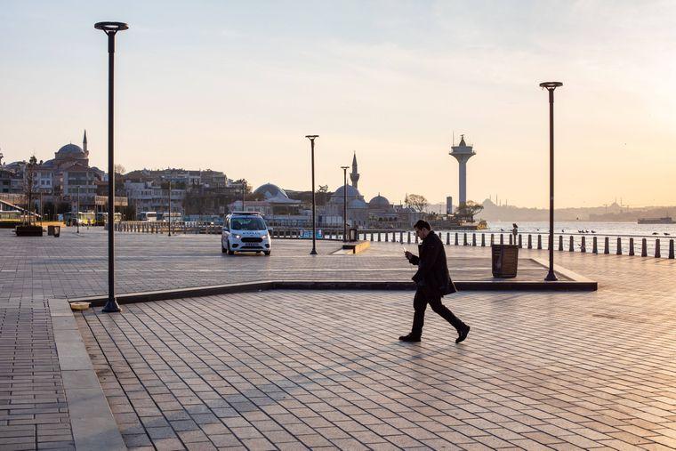 Leere Straßen in Istanbul, dort gelten Ausgangsbeschränkungen.