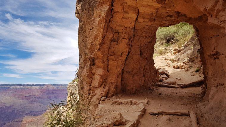 Immer am Abgrund entlang: Vom Bright Angel Trail aus hat man den perfekten Blick auf den Grand Canyon.