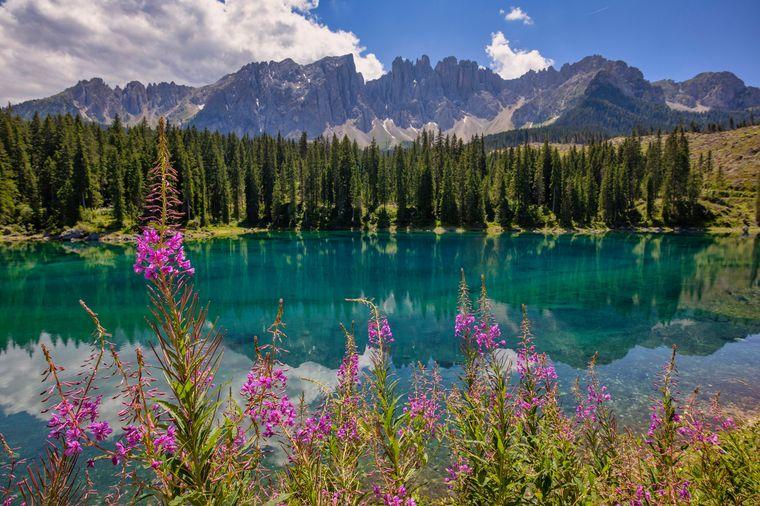 Der bildschöne Karersee in Italien.