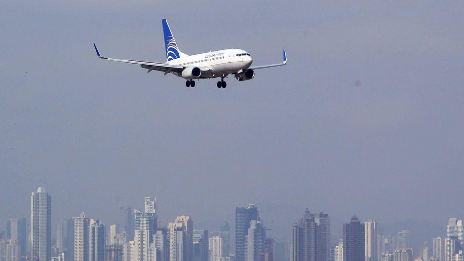 Ein Flugzeug von Copa Airlines landet am internationalen Flughafen Tocumen in Panama-Stadt.