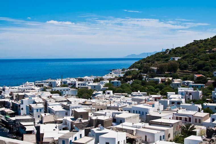 Nisyros ist eine griechische Vulkaninsel mit fünf Kartern.