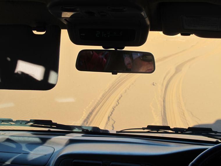 Action in der unendlichen Weite: Mit dem Jeep geht's über die Dünen.