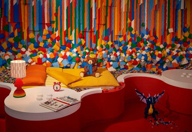 Ein Schlafzimmer im Lego House in Billund in Dänemark.