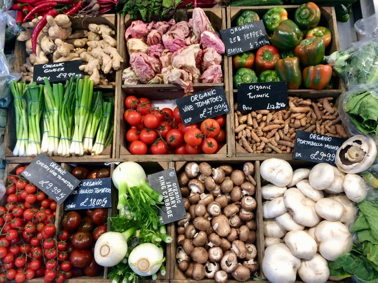 Wie auf einem guten Bauernmarkt: Bei Daylesford in Notting Hill bekommst du frisches Obst und Gemüse.
