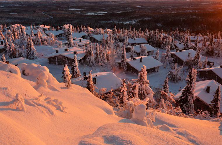 Abendlicht bei Iso Syöte, dem südlichsten Bergsturz Finnlands. Es ist die schneereichste Region des Landes, sie ist etwa 150 Kilometer vom Polarkreis entfernt.