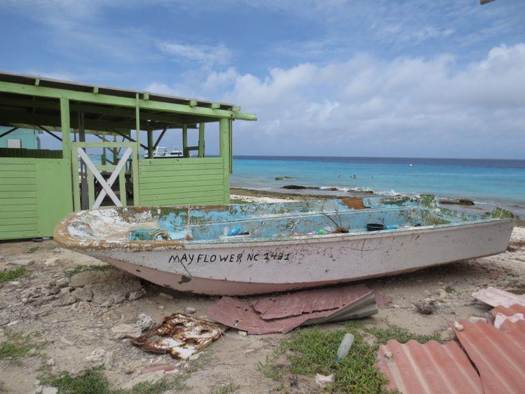 Ein Boot auf der Insel Klein Curaçao.