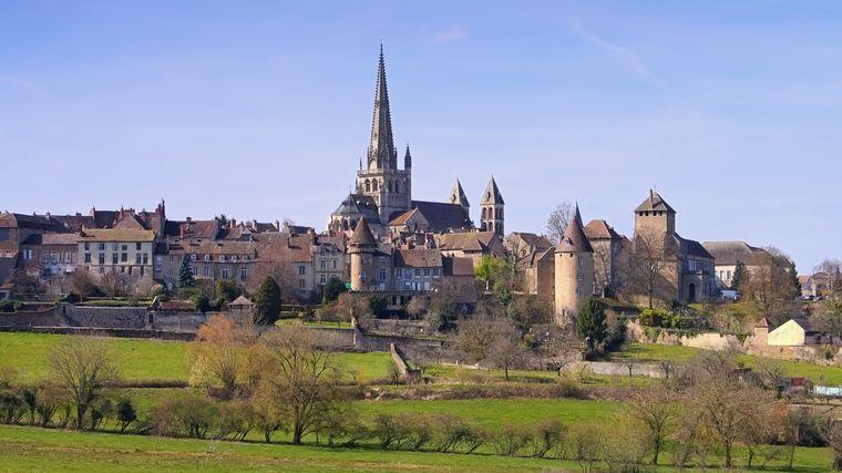 Blick auf die Stadt Autun und die Kathedrale.