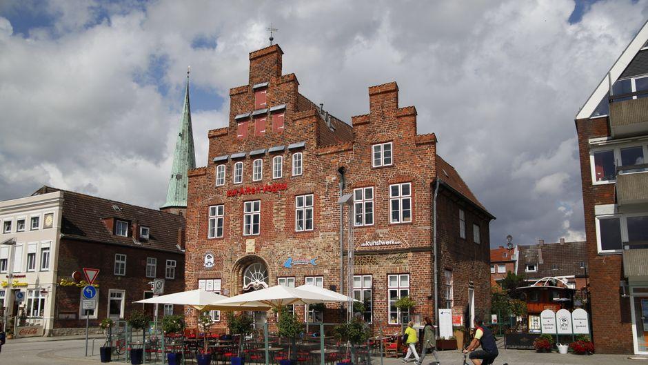 Die Alte Vogtei steht in der Nähe des alten Ortskerns von Travemünde.