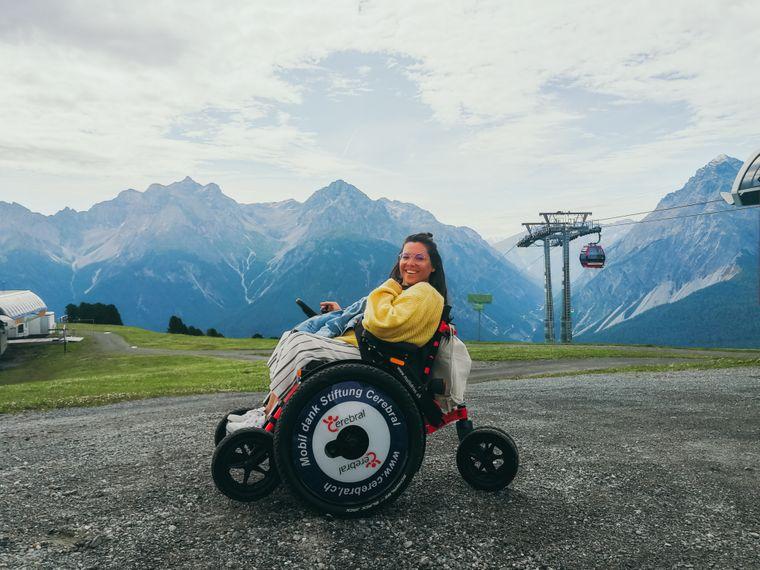 Mit diesem besonderen Rollstuhl ist Kim durch Berg und Tal in der Schweiz gecruist.