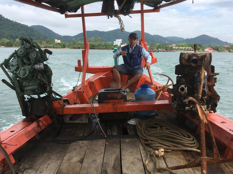 Ohne Boot geht nichts: Wer sich auf den Weg nach Koh Tonsay macht, auf den wartet eine halbstündige Überfahrt.