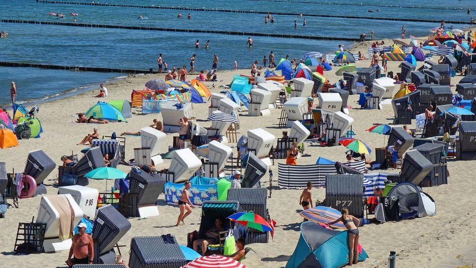 Der Strand in Koserow auf Usedom ist nur einer von vielen deutschen Stränden, die gut besucht sind.