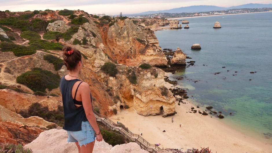 Unterwegs auf dem Cliff Walk an der Algarve: Eines der Highlights von Lagos.