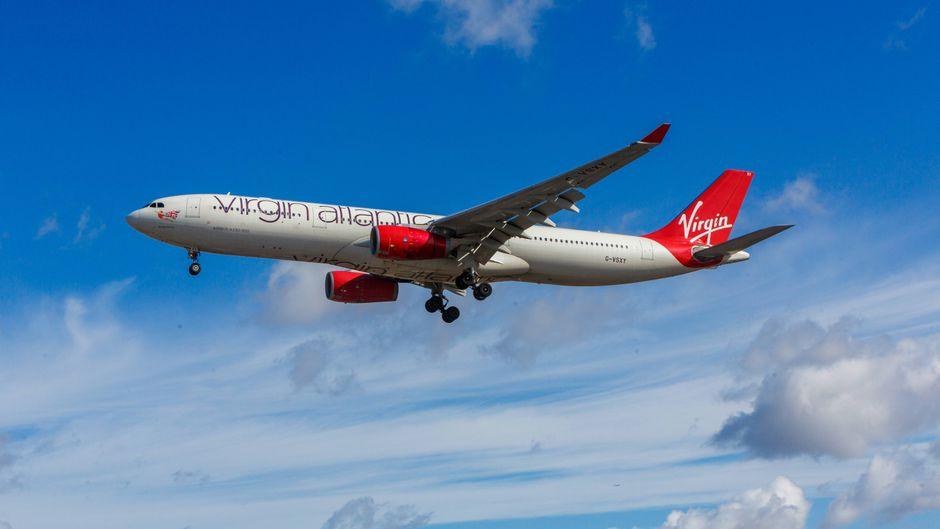 Virgin-Atlantic-Maschine in der Luft.