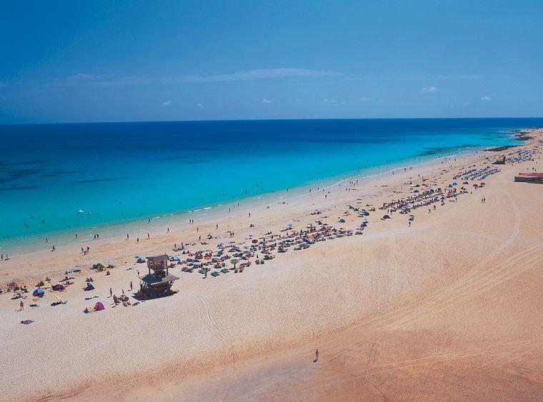 Im Nordosten der Insel gehören die Playas de Corralejo nicht nur zu den schönsten Stränden der Insel, sondern von ganz Spaniens.