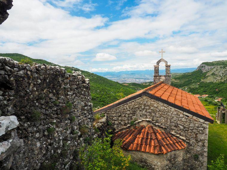 Im Landesinneren von Montenegro findest du Ruhe abseits des Tourismus an der Küste.