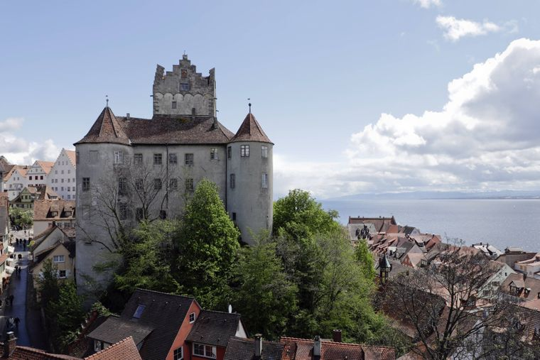 Burg Meersburg mit Blick auf den Bodensee in Meersburg.