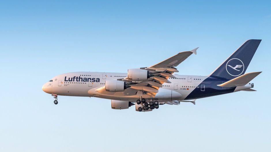 Der Airbus A380 der Lufthansa musste umkehren, weil die Piloten einen Notfall meldeten.