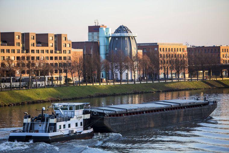 Blick auf Maastrichts östliche Stadtteile an der Maas mit dem Bonnefantenmuseum.