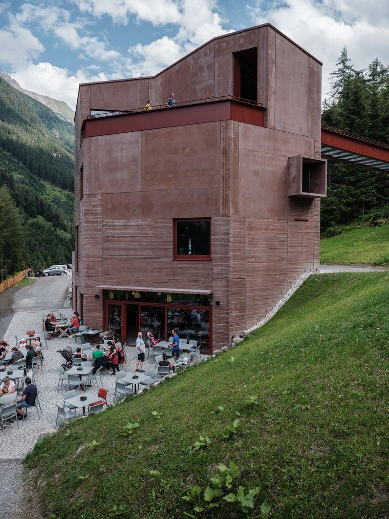 Das neue Steinbockzentrum in St. Leonhard hat eine markante Architektur.