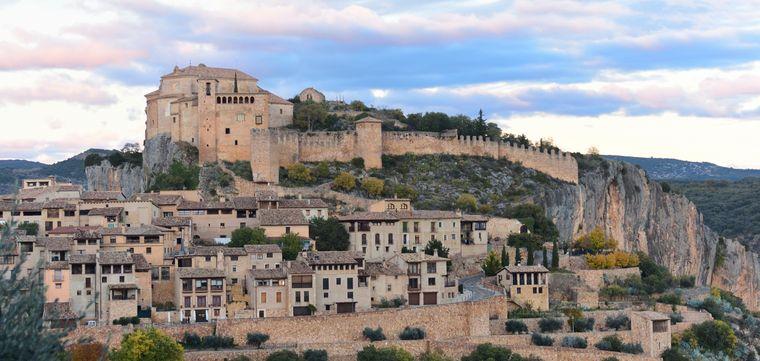 Blick auf den Ort Alquézar in der spanischen Provinz Huesca.