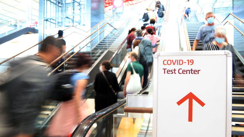Für ungeimpfte Reisende sollen die Corona-Tests ab Herbst kostenpflichtig werden.