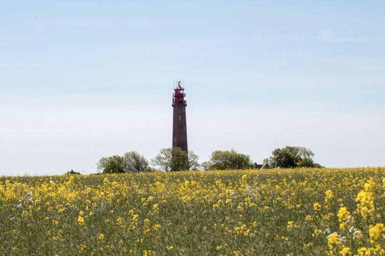Der 16 Meter hohe Leuchtturm Flügge ist ein Backsteinturm von 1872.