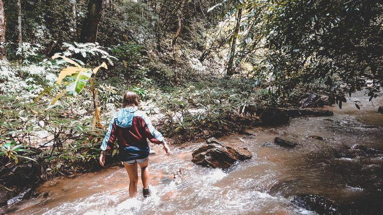 Lena Pres im Dschungel bei Pai, Thailand.