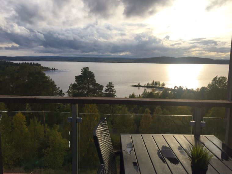 Am See Malogmaj wohnt auch das Ehepaar Risfjells, das gern in sein einlädt und Besuchern seine Kultur näherbringt.