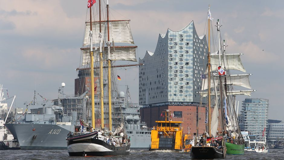 Hamburg feiert sich und seinen Hafen mit einer großen Party zum 829. Hafengeburtstag. (Archiv)