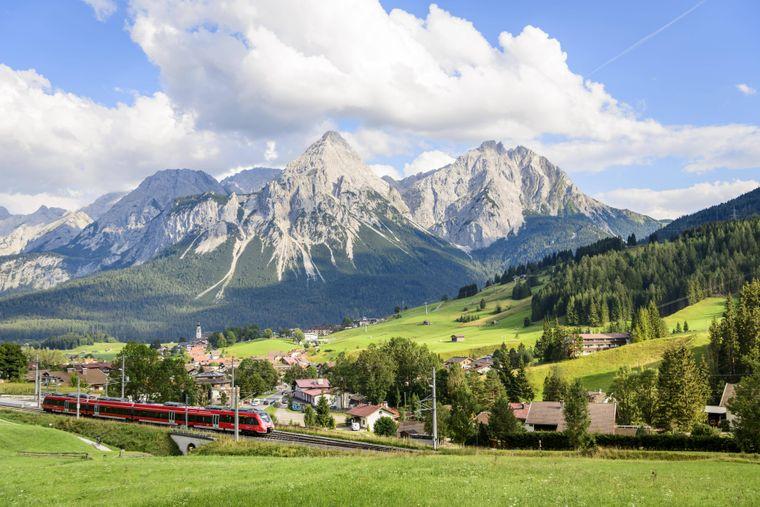 Wie in einem Film: Allein der Ausblick auf Leermoos bereitet Lust auf Urlaub in Österreich.