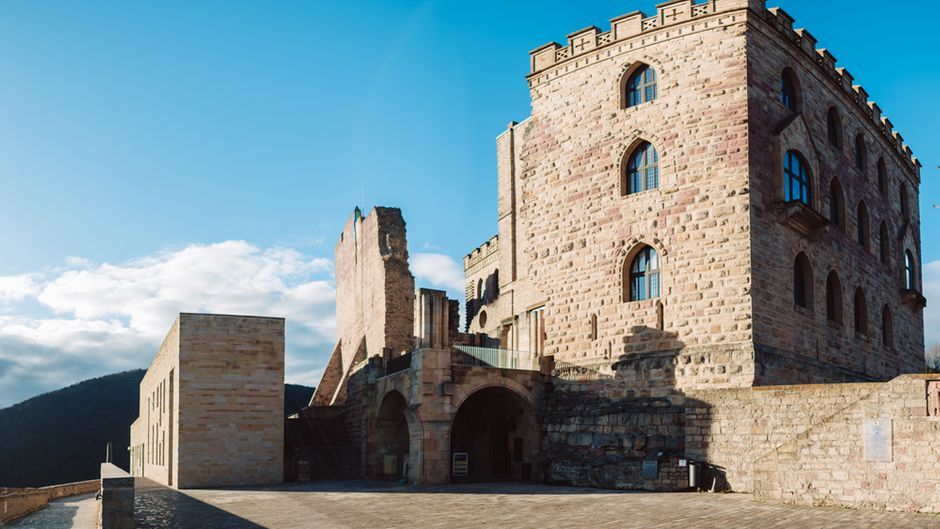 Hat 1.000 Jahre Baugeschichte: das Hambacher Schloss.