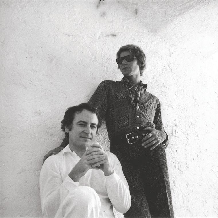 Yves Saint Laurent (hinten) und sein Lebensgefährte Pierre Bergé retteten den Jardin Majorelle in Marrakesch 1980 vor dem Verfall. Heute ist dem Kreativen ein Museum neben dem Garten gewidmet.