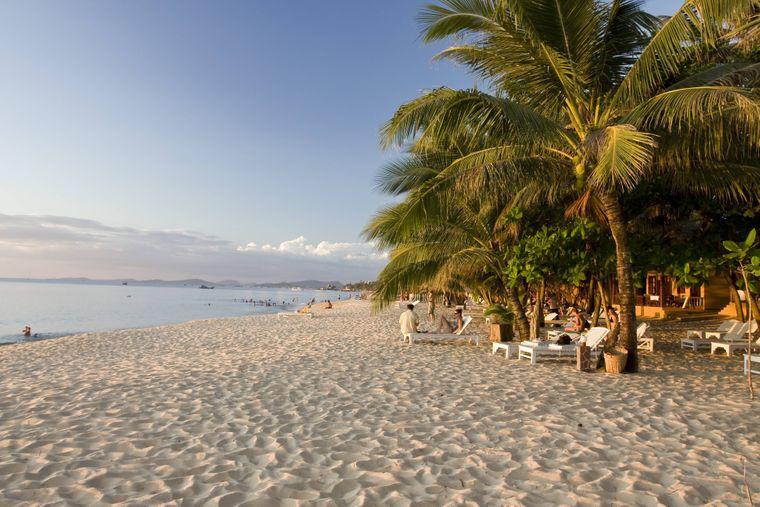 Ab nach Phu Quoc in Vietnam: Dort findest du diesen wunderschönen Strand, den Long Beach. Eincremen nicht vergessen! Die Tube Creme kostet 2,65 Euro.