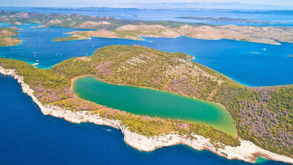 Der Mir-See in Kroatien ist einer der schönsten des Landes – findest du nicht auch?