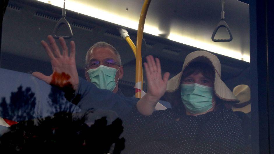 """Die ersten Passagiere der """"MS Artania"""" flogen schon Ende März zurück nach Deutschland."""